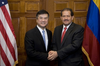 Commerce Secretary Gary Locke Meets with Colombian Vice President Angelino Garzon