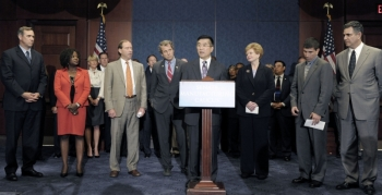 Secretary of Commerce Gary Locke (center) announces the appointment of 24 members of the Manufacturing Council