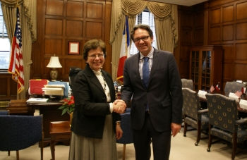 Blank with minister Lefebvre shaking hands