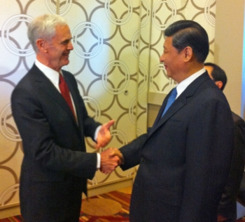 Secretary Bryson greets Chinese Vice President Xi Jinping prior to the U.S.-China Business Cooperation Forum.