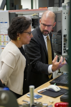 Secretary Pritzker views a prototyping machine at the Global Center for Medical Innovation