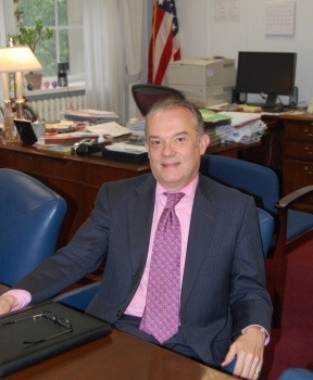 Photo of Lorentzen at his desk