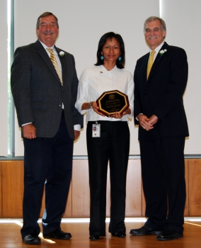 Helena Carapellatti was awarded a 2012 Public Service Recognition Award for Diversity Champion and Leadership by Census Director Bob Groves and Deputy Director & Chief Operation Officer Tom Mesenbourg, Jr.