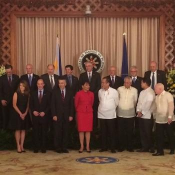 Secretary Pritzker meets with Philippine President Benigno Aquino III