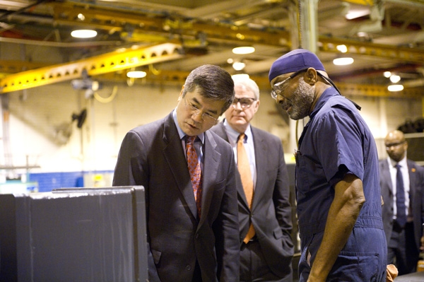 Secretary Locke Inspects a Rexnord Industries Casing