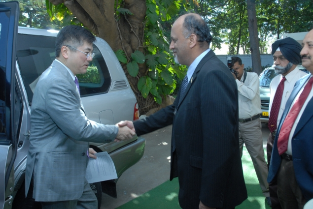 Secretary Locke Arrives at Hindustan Aeronautics Limited