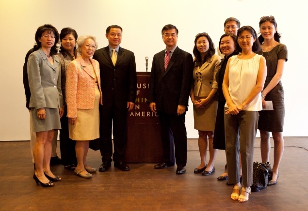 Secretary Locke Poses with Asian American Leaders at the Museum of Chinese in America