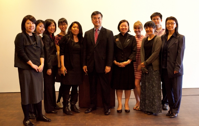 Asian American Leaders with Secretary Locke at the Museum of Chinese in America