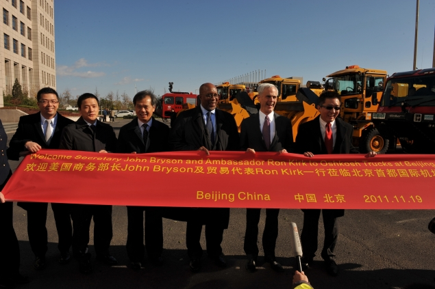 Secretary Bryson and US Trade Representative Ron Kirk are welcomed to the Beijing Airport