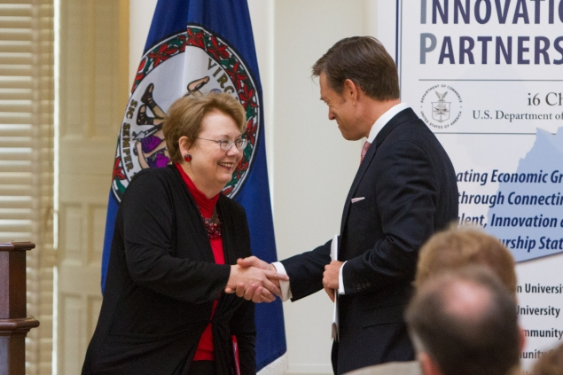 Matt Erskine, Acting Assistant Secretary of Commerce for Economic Development, congratulates UVA President Teresa Sullivan on being a winner in the i6 Challenge