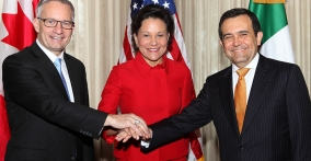 U.S. Secretary of Commerce Penny Pritzker met with her Mexican and Canadian counterparts, Canadian Minister of International Trade Ed Fast and Mexican Secretary of Economy Ildefonso Guajardo
