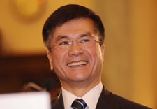 Photo of Gary Locke.