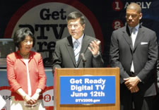 Left to right: Congresswoman Doris Matsui, Secretary Gary Locke and Mayor Kevin Johnson. Click for larger image.