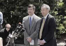 Secretaries Locke and Chu at White House press conference.