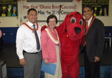 Blank joined by Hawaii Department of Education Secretary Ronn Nozoe (far left), Clifford (the Big Red Dog) and Lieutenant Governor Duke Aiona (far right). Click for larger image