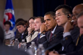 Photo of Medevev, Obama and Locke at table.