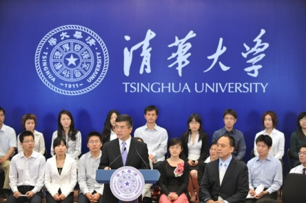 U.S. Commerce Secretary Gary Locke addresses students and scientists at China's prestigious Tsinghua University.